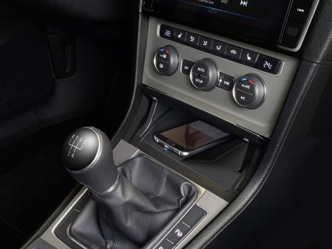 Wireless-Charging-Console-for-Golf-7-KCE-G7QI_Installed-Angle-1200x900